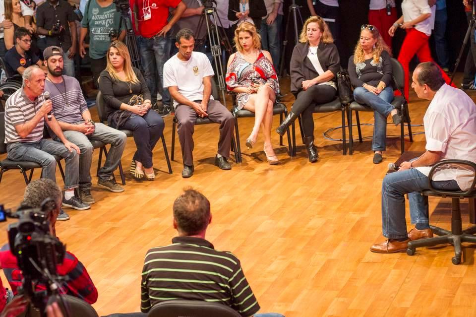 Alexandre Kalil, candidato à PBH, preferiu uma roda de conversas a discurso político (Imagem: Facebook)