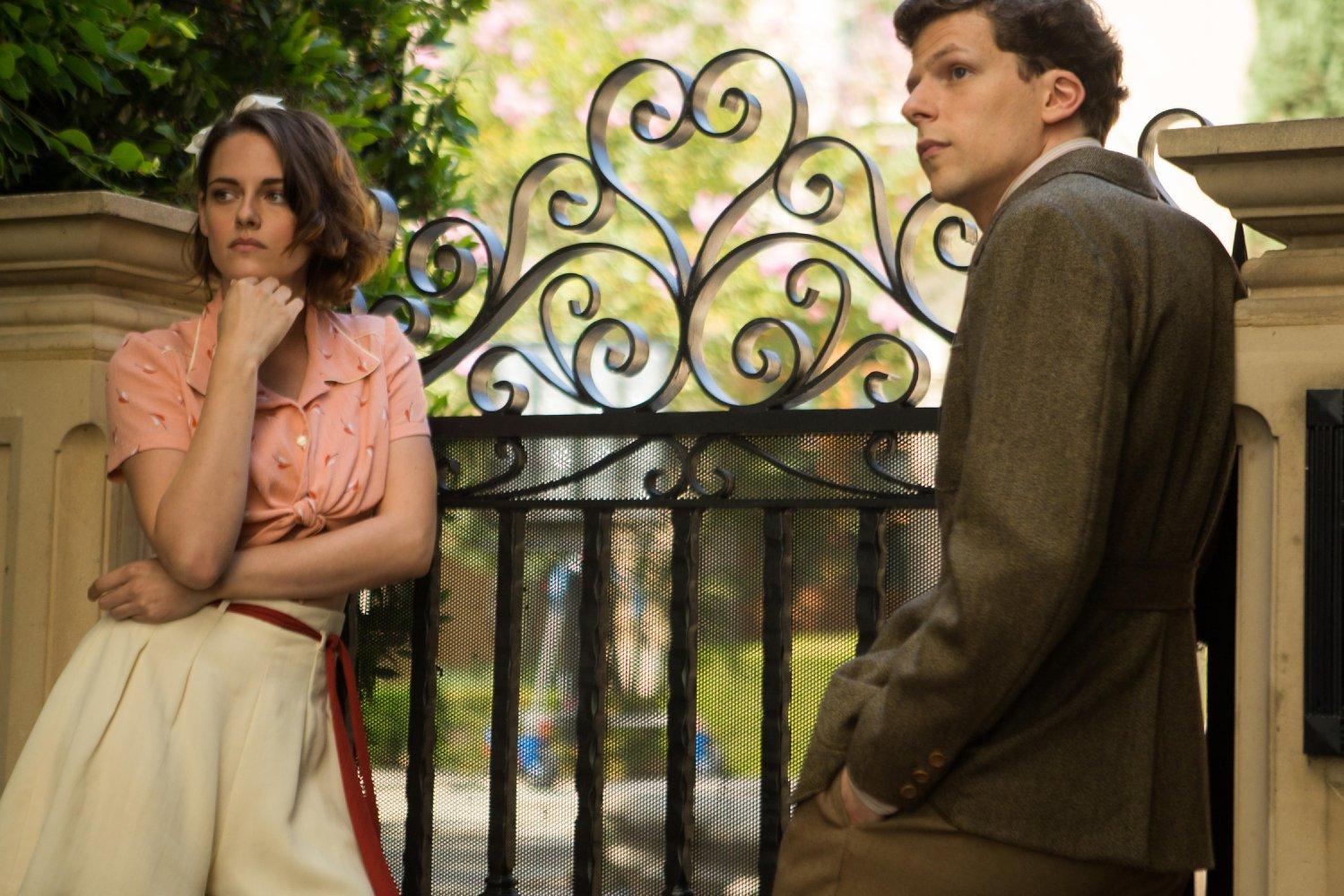 Em Hollywood, os apaixonados Vonnie (Stewart) e Bobby (Eisenberg) Reprodução/Film Nation Entertainment)
