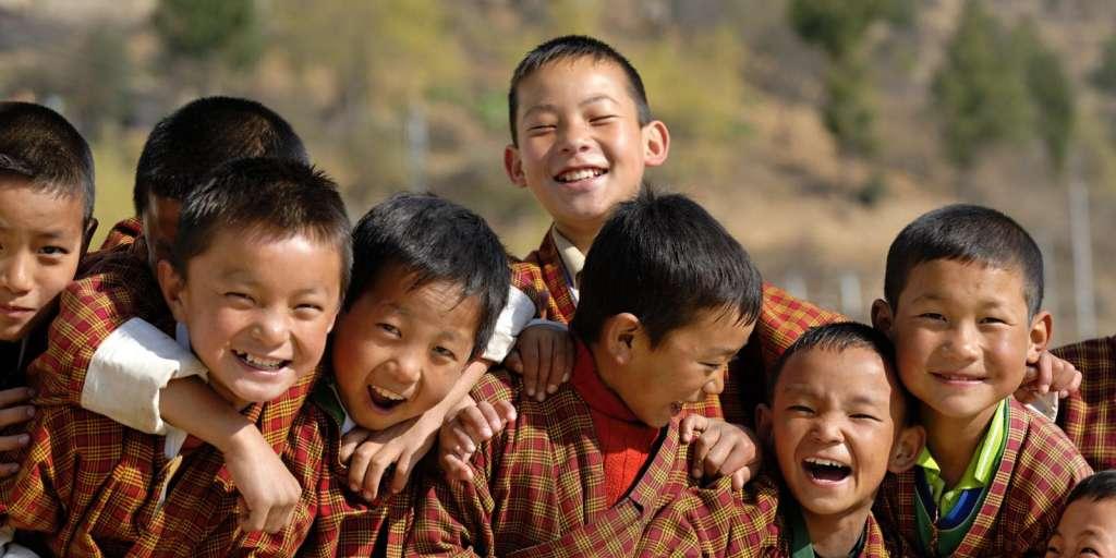 Escola de Ensino Médio no Butão (Reprodução/huffingtonpost)