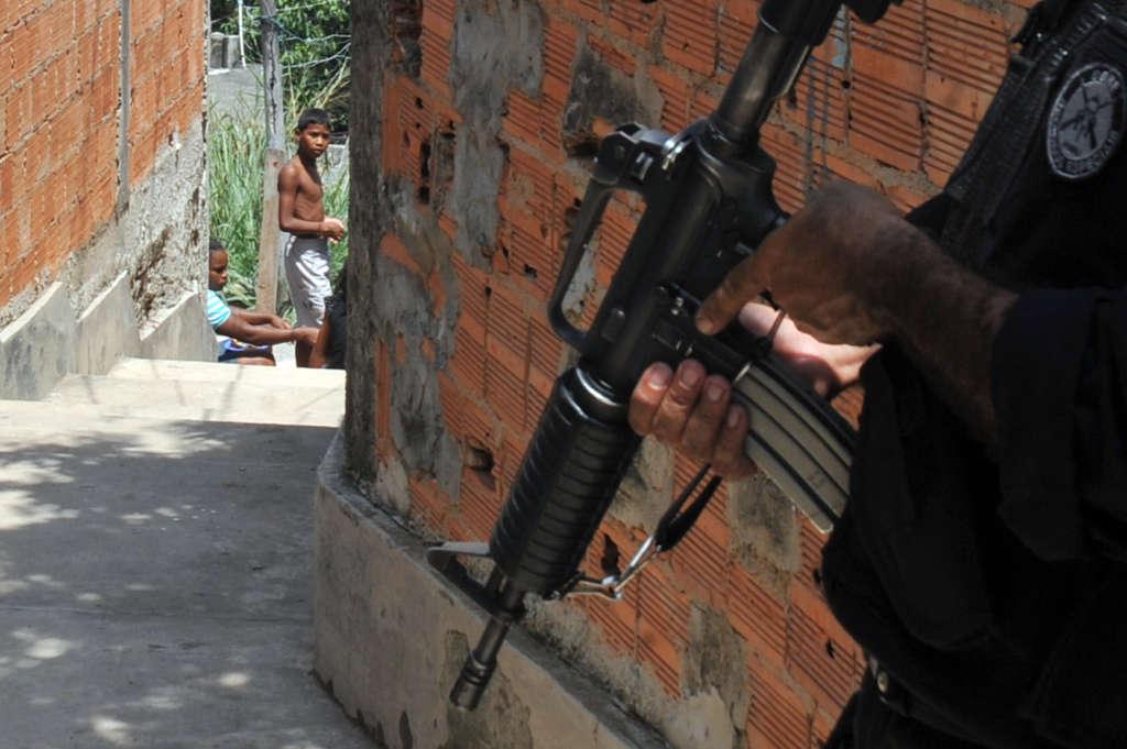 Policiais fazem varredura no complexo do alemão (Reprodução: Agência EBC)