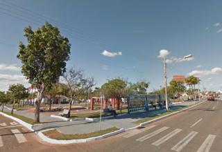 Praça onde os youtubers foram detidos em Nova Ponte (Reprodução/Google Street View)