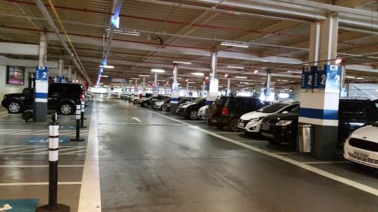 Justiça suspende gratuidade em estacionamento de shoppings de BH