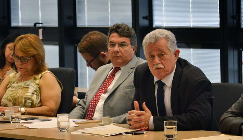 Minas tenta negociar nova suspensão do pagamento de dívida com a União
