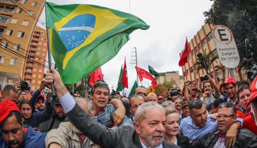 Resultado de imagem para Lula em curitiba