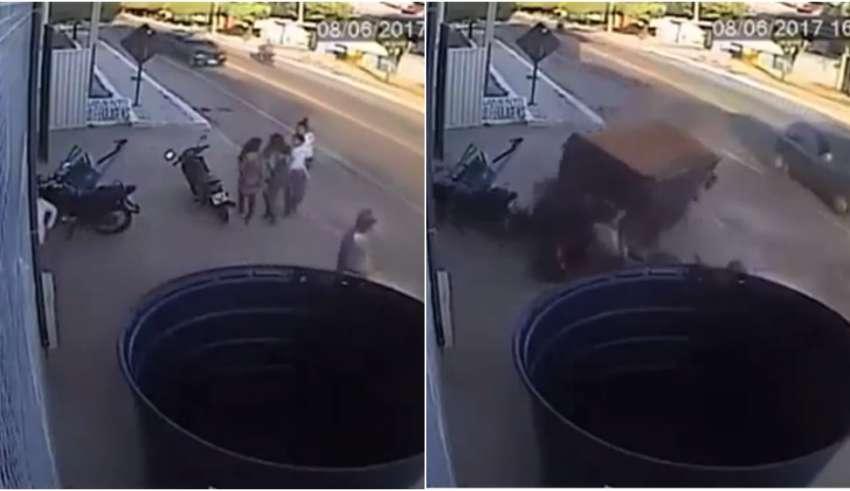 Reboque se solta, invade calçada e atinge quatro estudantes no Ceará — Vídeo