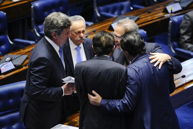 Defesa de Aécio quer retirar de Fachin pedido para suspender afastamento