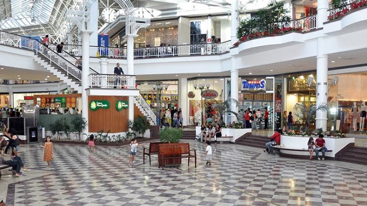 Shopping de BH deve indenizar criança que teve pé esmagado em escada rolante a872d581f9