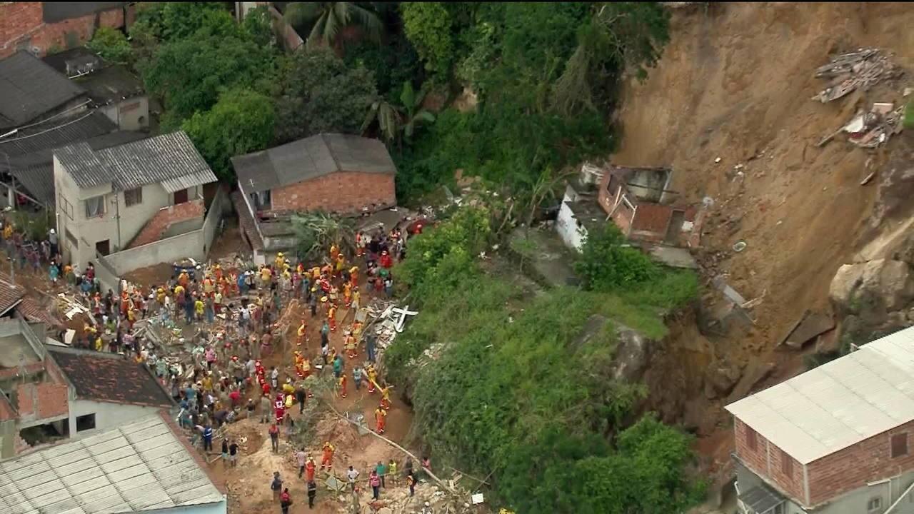 Resultado de imagem para Sobe para dez número de mortos em deslizamento em Niterói