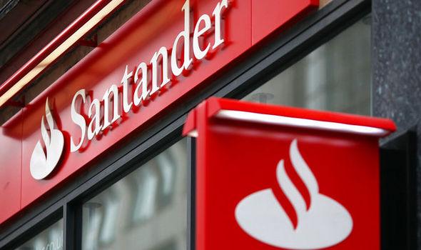 b24be95cd Inscrições abertas: Santander oferece 500 bolsas de estudo