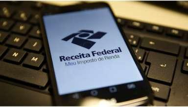 Trabalhadores podem usar o celular para ter acesso a informações da Receita Federal
