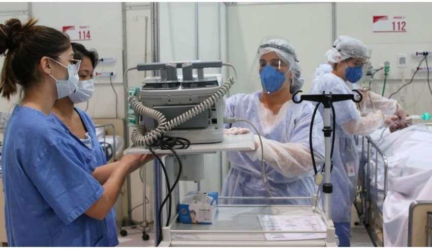 enfermeira e tecnica em enfermagem