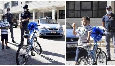 menino bicicleta policial