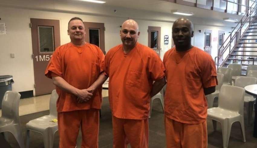 presos cadeia eua salvam policial infarto