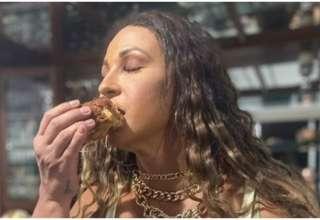 Valesca Popozuda comendo