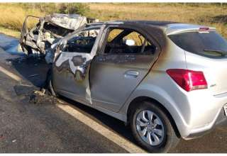 acidente nova serrana carro pegando fogo