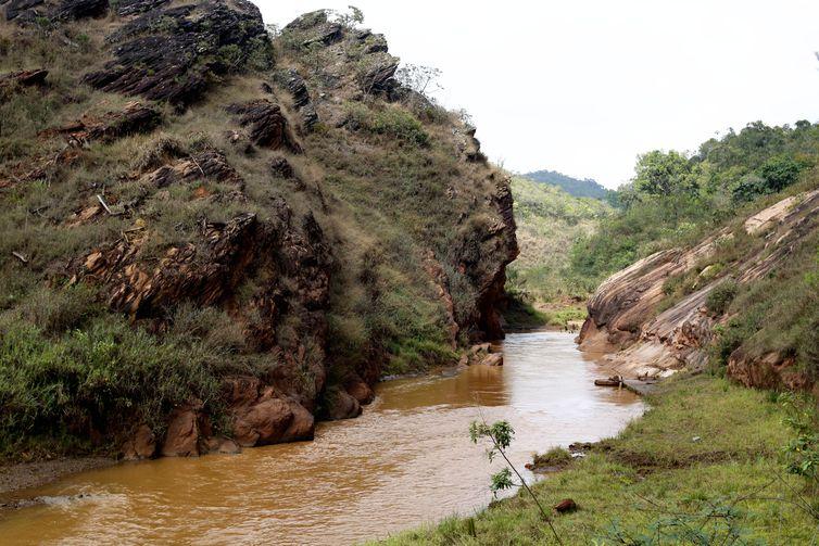 rio gualaxo do norte afluente rio doce experimento restauracao florestal
