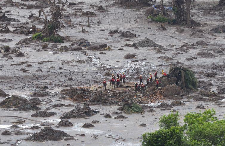 rompimento da barragem mariana samarco 2015