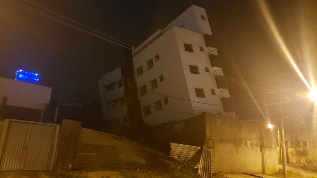 prédio inclina betim