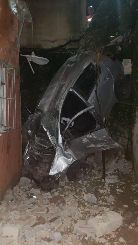 carro invade condomínio residencial contagem