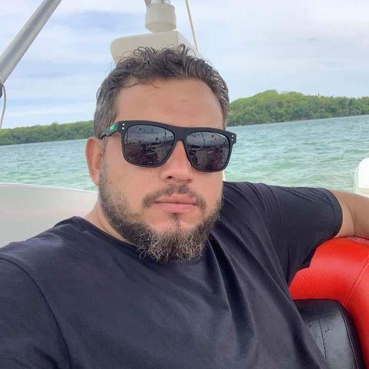 Morte de amigo em acidente 'desmascara' youtuber que deu tiros contra 'racista'